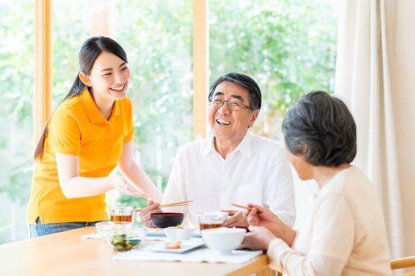 特別養護老人ホームとは?有料老人ホームの違いや入居条件について解説