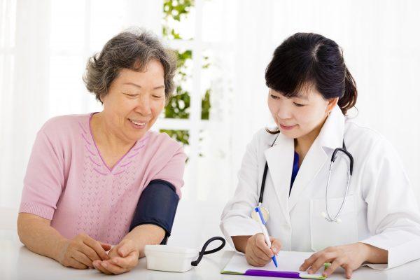 特別養護老人ホームの医療行為について知っておくべきこと