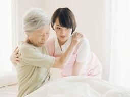 特別養護老人ホームは介護保険が適用できる?提供サービスや費用の仕組みを解説!